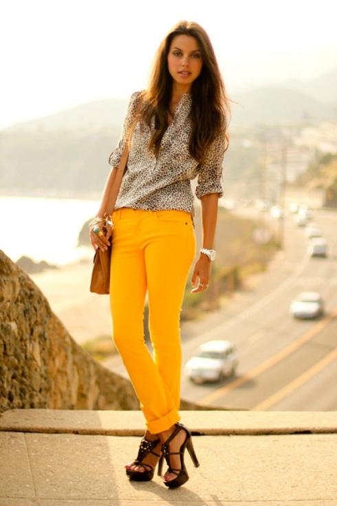 denim-street-style-yellow-cuffed-jeans